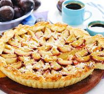 Wykwintna tarta ze śliwkami: pyszne ciasto ze śliwkami, cynamonem i migdałami