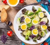 Francuska sałatka ziemniaczana - przepis na sałatkę na ciepło