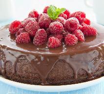 Jak zrobić pyszne ciasto czekoladowe? Przepis na ciasto z polewą czekoladową