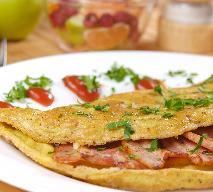 Omlet z jabłkami i bekonem