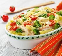 Zapiekanka makaronowa z kurczakiem i brokułami