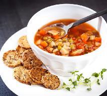 Zupa rozgrzewająca z ajvarem: przepis na zimową pierwszą pomoc