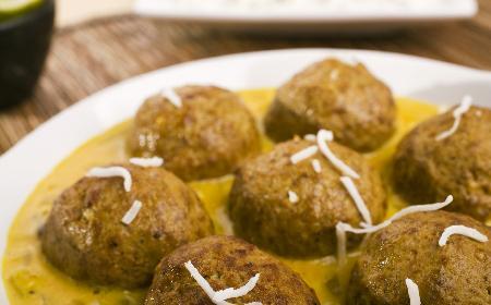 Curry z pulpecikami – przepis na indyjski obiad