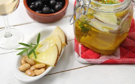 Marynowany owczy ser - aromatyczny i wyrazisty