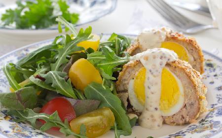 Jaja po szkocku: przepis na przekąskę, obiad lub śniadanie wielkanocne