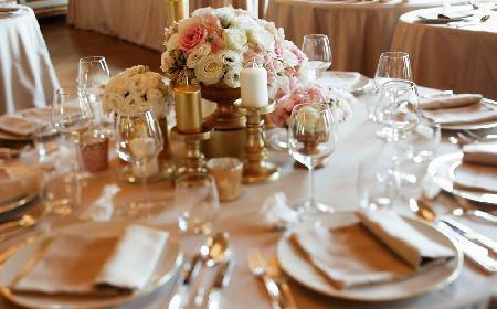 Jak nakryć do stołu na uroczystą kolację czy wykwintny obiad? [WIDEO]