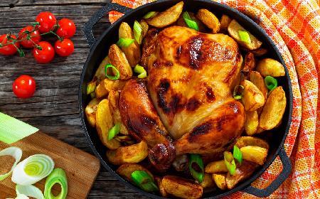 Kurczak pieczony w całości: przepis na kurczaka [WIDEO]