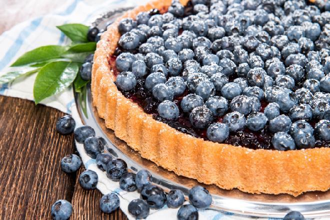Tarta z borówką amerykańską: przepis na ciasto z owocami