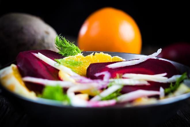 Sałatka z buraków i pomarańczy - przepis dietetyczny