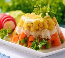 Warzywa w galarecie z sosem śmietankowym: pyszna i efektowna zakąska