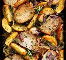 Pieczone kotlety wieprzowe z jabłkiem i cebulą: sprytny sposób na obiad