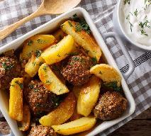 Sycące ziemniaki zapiekane z mięsnymi kulkami - po prostu pycha!