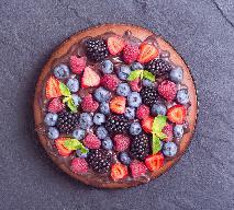 Słoneczy tort z sezonowymi owocami - pyszny i prosty