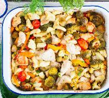 Kawałki piersi kurczaka pieczone z warzywami: pyszny i dietetyczny obiad z piekarnika