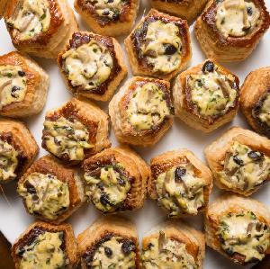 Vol-au-vent - gniazdka z ciasta półfrancuskiego, idealne do wypełnienia ulubionym farszem