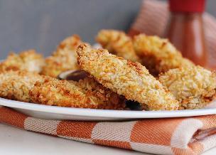 Chrupiące polędwiczki pieczone: przepis na szybki obiad z piersią kurczaka