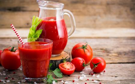 Bezalkoholowy drink z soku pomidorowego