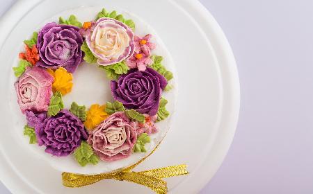 Krem maślany do dekoracji tortów i babeczek: przepis podstawowy