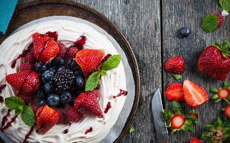 Tort bezowo-owocowy w 15 minut - pomysłowy przepis