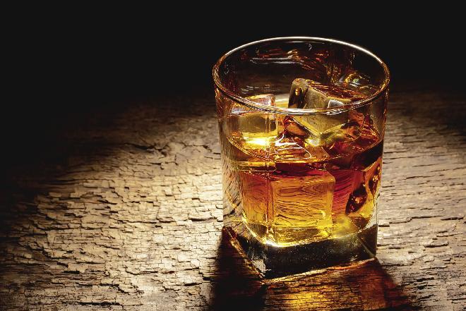 Jaka jest różnica między szkocką whisky, irlandzką whiskey a burbonem?