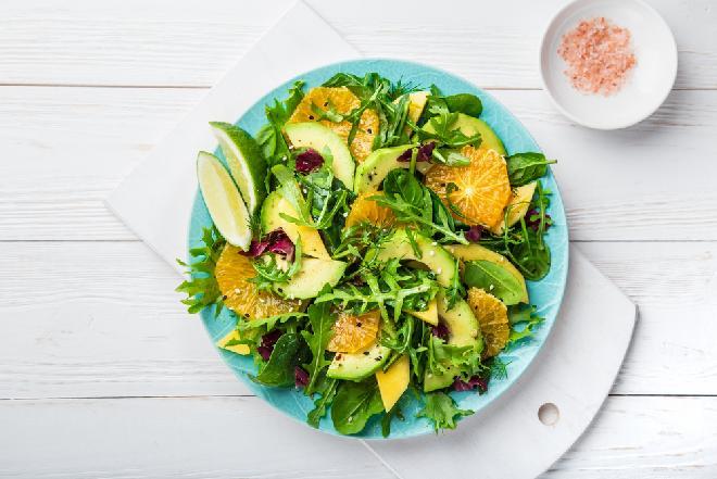 Sałatka z mango i awokado z cytrusami