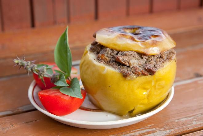 Bajeczne pieczone jabłka nadziewane szynką i pieczarkami - takich jeszcze nie jedliście!