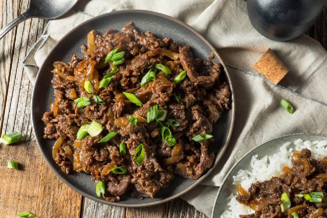 Fenomenalne BULGOGI: przepis na wołowinę po koreańsku z patelni