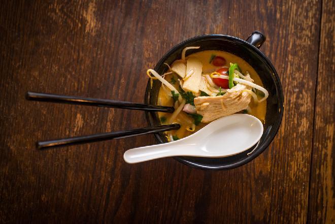 Tajska zupa kokosowa z kurczakiem