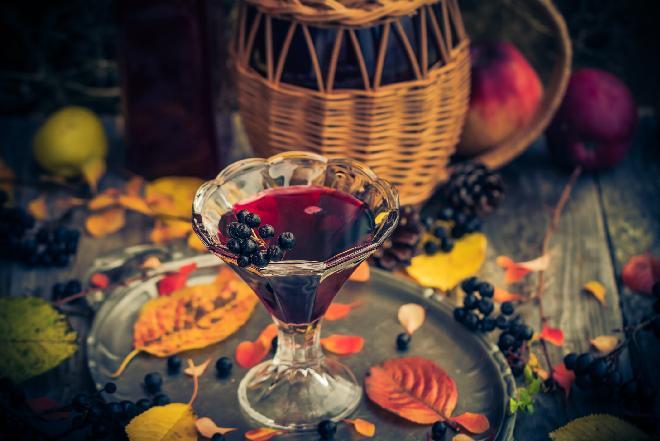 Domowe wino z aronii [przepis na wino aroniowe]